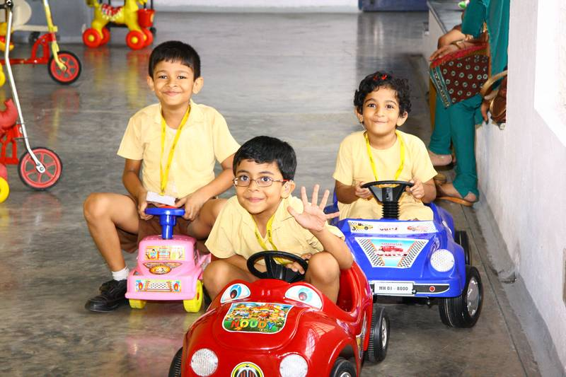 New cars 'Grand Prix' racing in the Maitri corridor