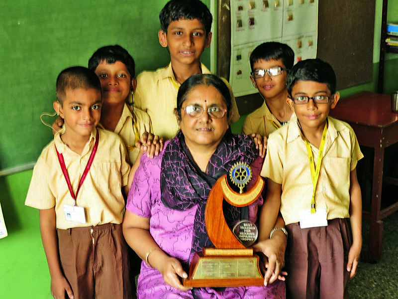 Amita receives Best Teacher for HI award from Rotary Club of Bombay West