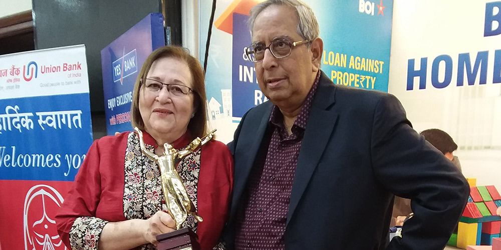 Mr. and Mrs. Behlihomji receive Dinanath Mangeshkar Award